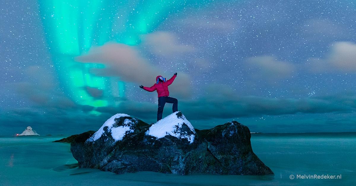 Spreker en avonturier Melvin Redeker onder het Noorderlicht in Arctisch Noorwegen