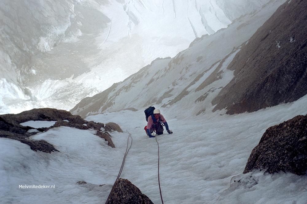 Veiligheid in het hooggebergte? Piethein in de steile klim door de noordwand van de Grand Pillier d'Angle naar de top van de Mont Blanc