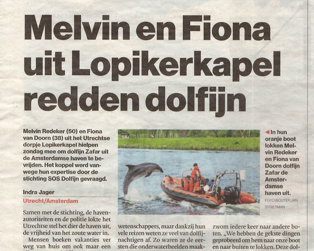 Avonturier en spreker Melvin Redeker redt dolfijn